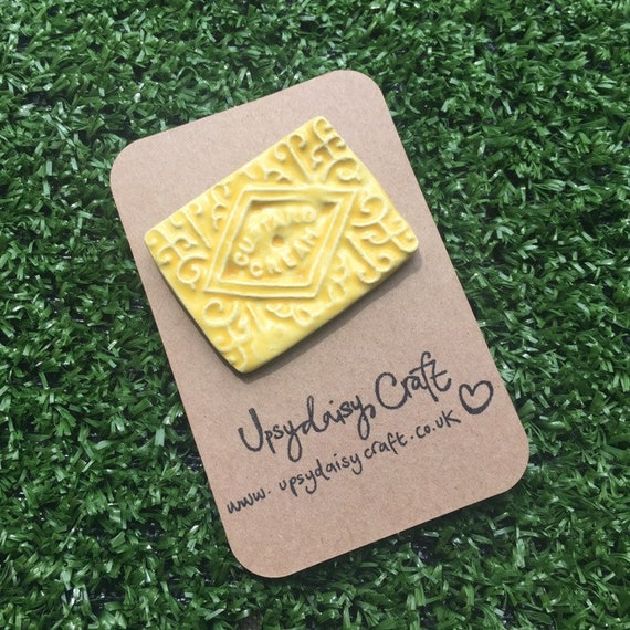 Ceramic Custard Cream Biscuit Brooch
