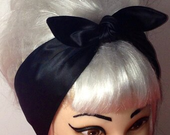 NARROW SATIN HEAD ALICE HAIR BAND WITH CRINKLED FABRIC BOW