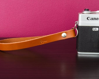 Wrist genuine leather strap for analog or mirrorless cameras. Made in Italy.