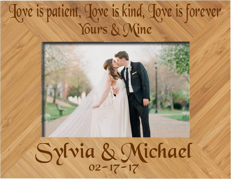 Love is patient love is kind coussin-st-valentin anniversaire cadeau maison