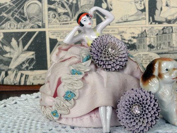 Vintage 1950s Large Flower Lilac Chrysanthemum Ear
