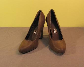 fb470442c00560 Echtes Leder MOOW hohe Heels Frauenschuhe braun 40 Größe Europäische  klassische Stiefel Qualität lässig Herbst Schuhe Accessoires