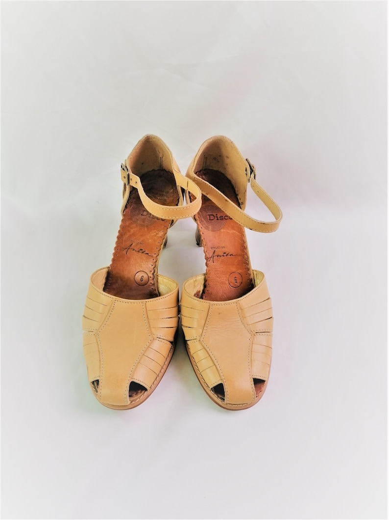 Vintage beige leather Ladies shoes sandals chunky heels summer dancing classic granny casual strap footwear Size UK 6 Disco
