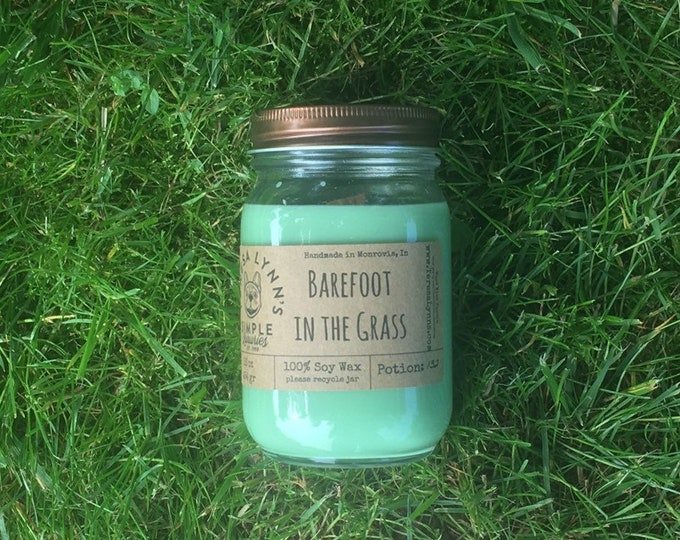 Barefoot in the Grass, fresh grass, oakmoss, clover, soy candle, woodwick candle, natural candle, summer candle, gift for him