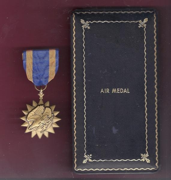 Vintage U.S.Distinguished Flying Cross Medal Empty Case