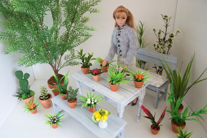 Doll plant in terra-cotta pot and planter for BJD Dolls in 1:6 scale Dolls house furniture decoration.