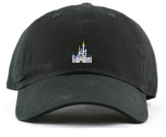 Cappello di Disney World Cinderella Castle Baseball Dad - Custom monogrammi  disponibile-12 colori disponibili! faeb87b5e5d0