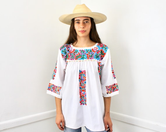 Oaxacan Blouse // vintage 70s 1970s hand embroidered boho hippie tunic hippy white cotton Mexican // O/S