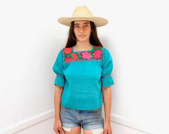 Oaxacan Gauze Blouse // vintage 70s 1970s cotton boho hippie Mexican hand embroidered dress hippy // XS/S