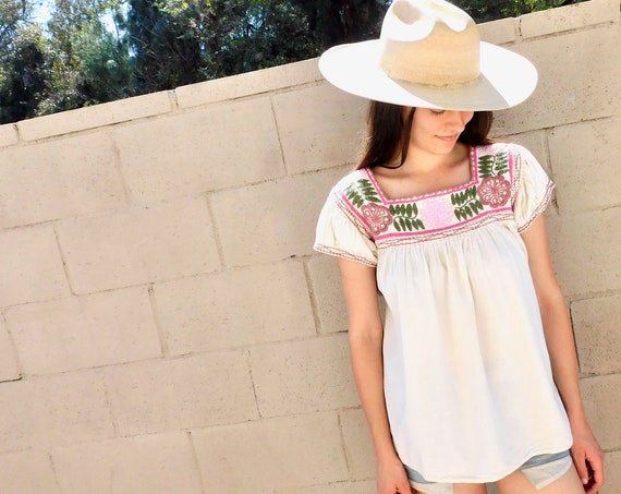 Oaxacan Blouse // vintage 70s 1970s white cotton boho hippie Mexican hand embroidered dress hippy // S/M