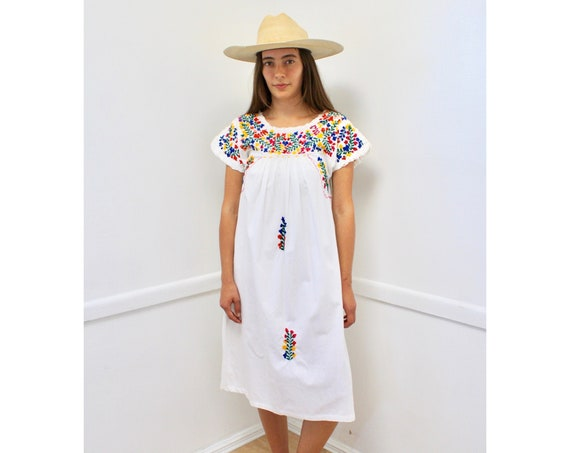 Oaxacan Dress // vintage 70s sun Mexican hand embroidered floral midi 1970s boho hippie cotton hippy white // S Small