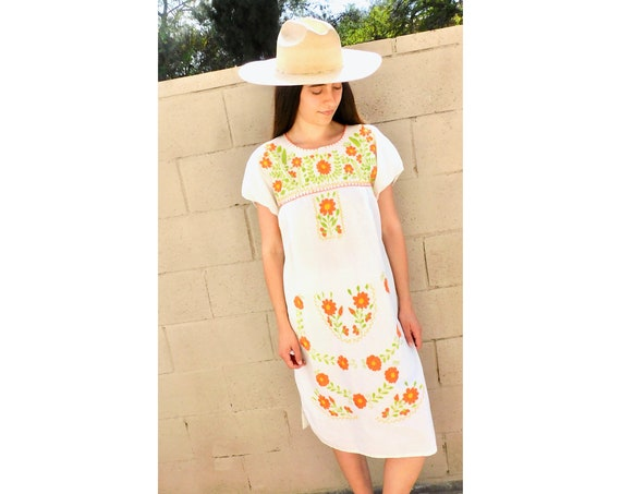 Daisy Dress // vintage sun Mexican hand embroidered floral 70s boho hippie cotton hippy white // S/M