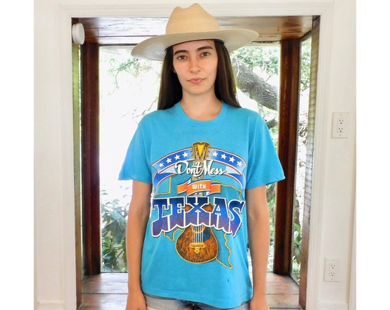 Don't Mess with Texas Tee // vintage guitar music country boho shirt t-shirt t dress USA hippie hippy cotton 80s tee // S/M