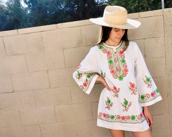 Indian Embroidered Mini Dress // vintage 70s white tunic blouse boho hippie hippy 1970s woven cotton // S/M