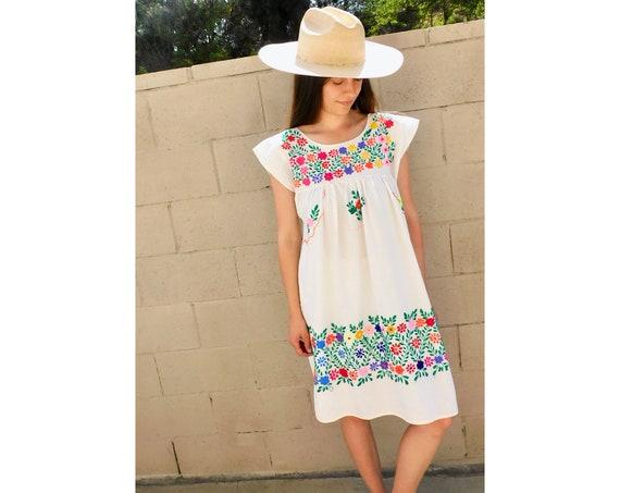 Primavera Dress // vintage sun Mexican hand embroidered floral 70s boho hippie cotton hippy white // S/M