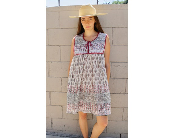 Indian Gauze Dress // vintage boho hippie white hippy floral midi cotton sun // S/M