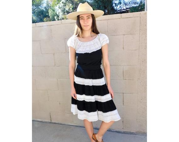 Mexican Crochet Two-Piece Set // vintage black white 70s skirt blouse boho hippie dress hippy dress high waist // S Small