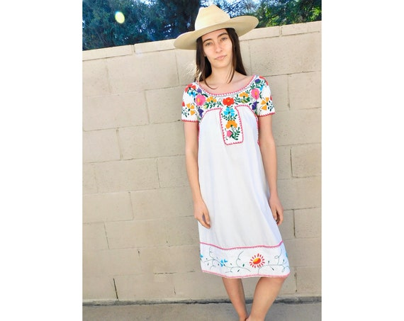 Flora & Fauna Dress // vintage 70s hand embroidered white boho hippie Mexican midi blouse hippy 1970s cotton // XS/S