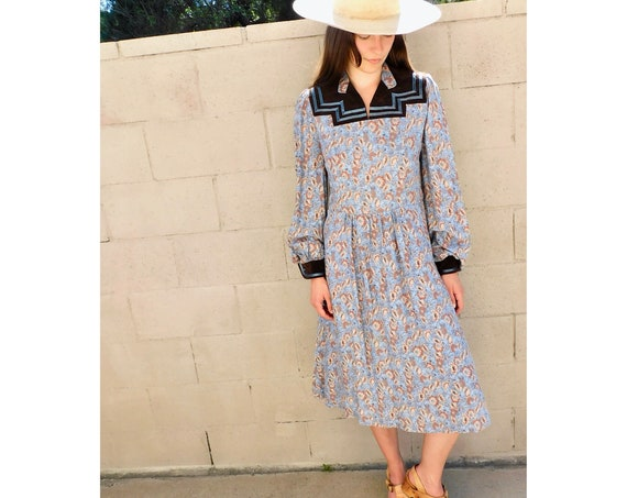 Dusty Blue Dress // vintage 70s 1970s boho high waist country midi floral sun hippie hippy high waist // S/M