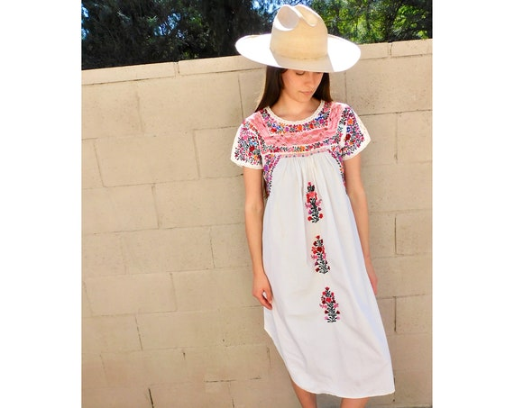 Oaxacan Crochet Dress // vintage 70s sun Mexican hand embroidered floral midi 1970s boho hippie cotton hippy white // S/M
