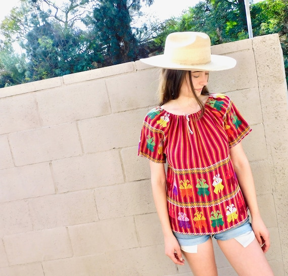 Mariposa Hand Embroidered Blouse // vintage 70s 1970s Guatemalan cotton boho hippie Mexican dress hippy // S/M