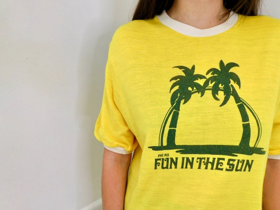 Fun in the Sun Sorority Tee // vintage Phi Mu boho t shirt 70s yellow hippie hippy t-shirt 1970s // S/M