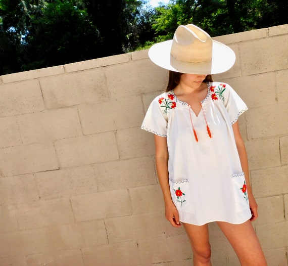 Rosebud Blouse // vintage boho hippie 70s 1970s Mexican hand embroidered dress hippy white // S/M