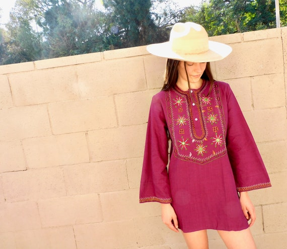 Indian Hand Embroidered Tunic // vintage 70s embroidered purple lavender mini dress blouse boho hippie hippy 1970s cotton // S/M