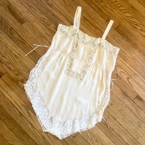 Antique Silk Teddy // vintage lace dress tank boho hippie lingerie Victorian empire waist 1920s 20s ivory white romper // S Small