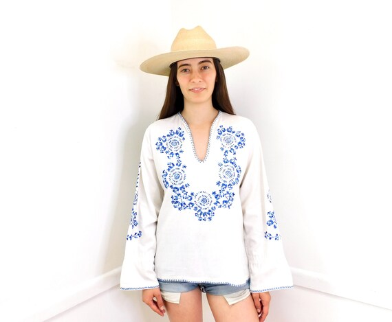 Hand Embroidered Blouse // vintage Nicaraguan cotton boho hippie Mexican hand embroidered dress hippy 70s white // O/S