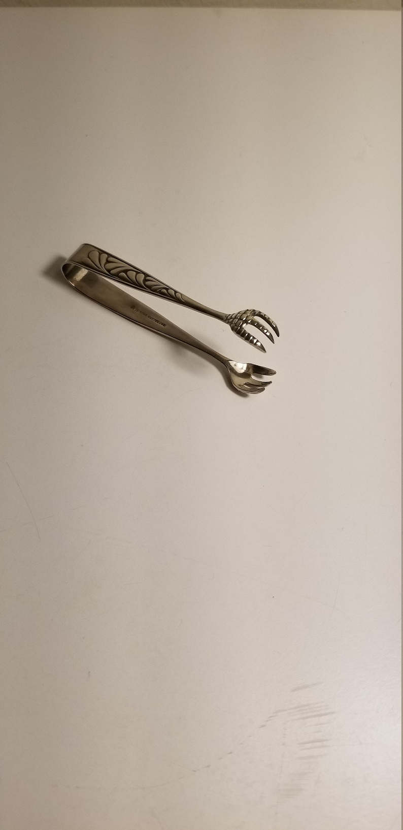 Marked 1847 Rogers Bros Petite Antique Sugar Tongs 3 18 Inches. Silver Plated