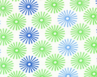 HUBBA HUBBA - Starbursts in White Blue Green - Bold Fun Flirty Cotton Quilt Fabric - My Sister & Me for Moda Fabrics - 22212-18 (W3952)