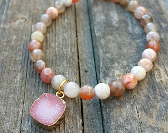 Beaded Gemstone Bracelet with Druzy Charm / Stretch Gemstone Bracelet / Druzy Bracelet / Beaded Bracelet / Stack Bracelet / Charm Bracelet