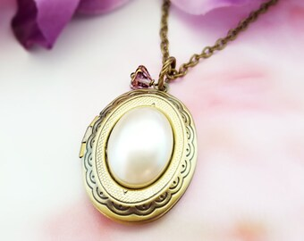 Pearl Locket Necklace, Pearl Oval Locket, Victorian Locket, Gold Locket, Oval Necklace, Pearl Necklace, Brass Locket, Oval Pendant, N6002