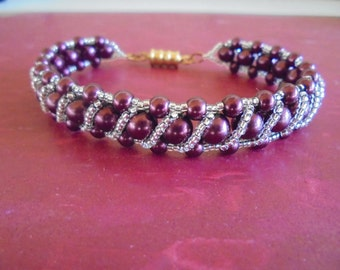 glass pearl with digonal stripe bracelet, dark marron with clear seed beads, magnetic gold clasp,