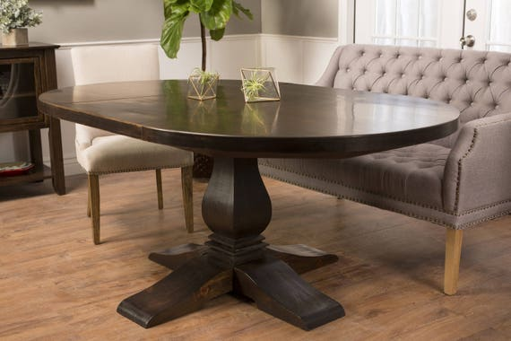 Expandable Round to Oval Heirloom Pedestal Table