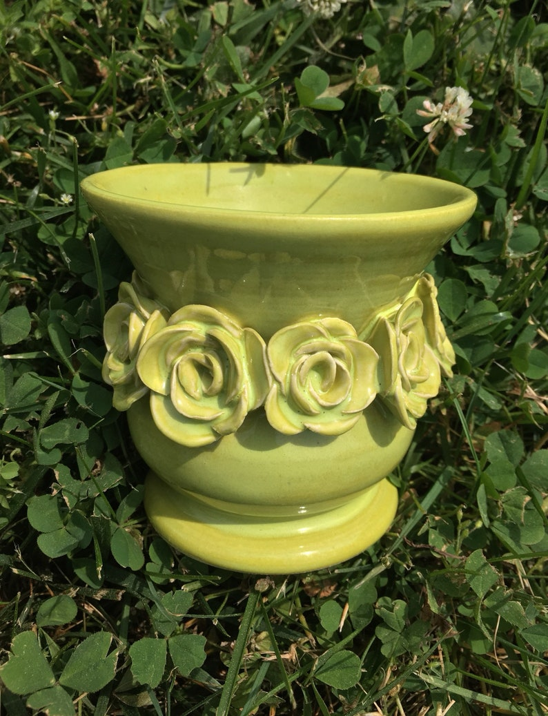 Small Rose Urn in Lime Green