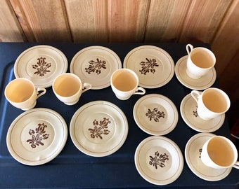 OHIO ART PFALTZGRAFF Village 16 Pieces Vintage 1970's Child's Play Dishes Dinnerware  5 tin dinner plates, 5  small plates, 6 plastic cups