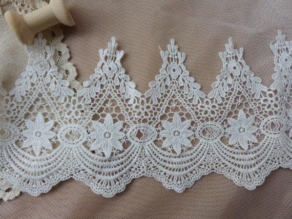 """Vintage Crochet Cotton Beige Lace Trim with Scalloped Edge 6.69/"""" Wide 2 Yards"""