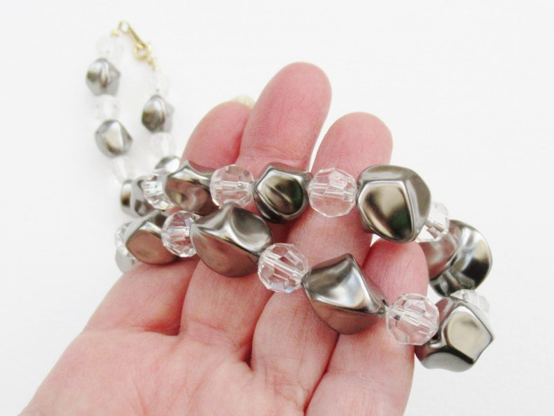 Silver Grey Necklace Simple Pearly Collar Shaped /& Clear Faceted Graduated Beads Single Row