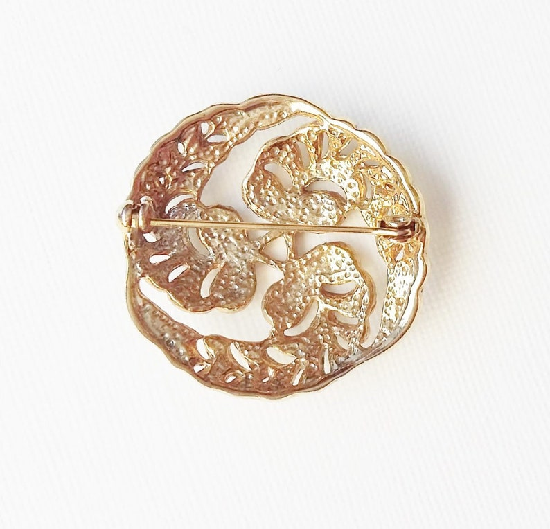 Silver Gold Tone Brooch Pin Filigree Circular Round Leaf Leaves Design Chic Jewellery Jewelry Gift