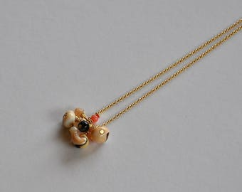 """Thin Choker and precious stones and shells on chain: model """"Omérine"""""""