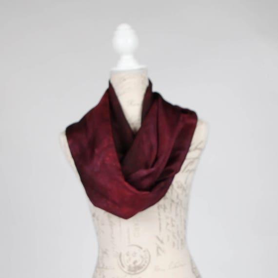 Foulard tendance Bordeaux foncé   infini Bordeaux foulard en   Etsy cc94bf55df9
