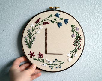 Wedding Embroidery Hoop - Custom Initial, Monogram Newlywed Gift, Wedding Anniversary Gift, Custom Engagement Sign, Floral Wreath Embroidery
