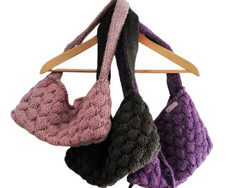 knitted handbag in pure wool, lined in cotton. Handknitted bubble bag. Cottage chic shoulder bag