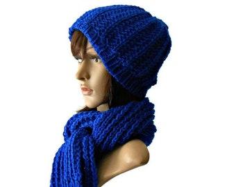 Completo scalda collo e cappellino lavorato ai ferri in lana  9f9b1537e2dd
