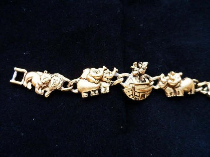 Child Size NOAH/'S ARK Charm Bracelet-Vintage Gold Tone Charms-Ark-Elephants-Lions-Giraffe-Rhinocerous Animal Charms-Orphaned Treasure-30817