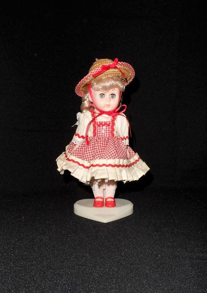 45410497cc4d3 Vogue Doll Ginny 1984 Dakin-Shopping with Mommy