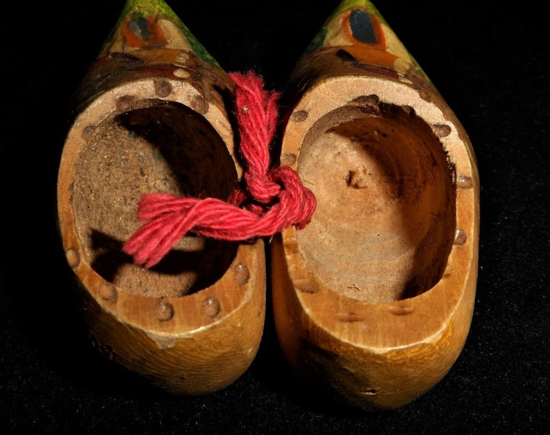 Tiny Wooden Shoes-Mini Old Wood Clogs-Dutch-Holland-Handpainted Windmill-Carved Wood-Miniature Travel Souvenir-Orphaned Treasure-U090518S