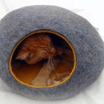Cat bed/cat cave/cat house/Gray with yellow  felted cat cave/ any colors (With GIFT cat toy) .
